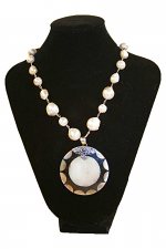 Round Pendant Pearl Necklace